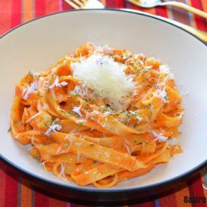 Tallarines con salsa de tomate frito DIAMIR