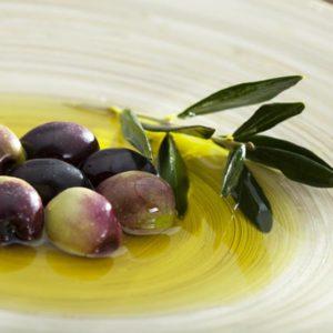 Los mitos y verdades sobre el aceite de oliva que debes conocer